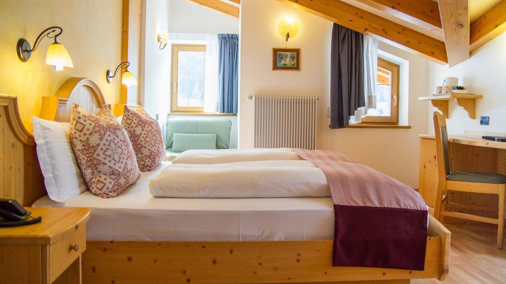 Camera-Romantic-Hotel-Genzianella-Ziano-di-Fiemme-Trentino- 26