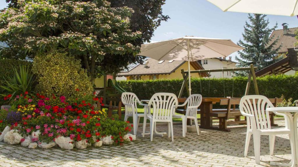 Hotel-Genzianella-Ziano-di-Fiemme-trentino-giardino1