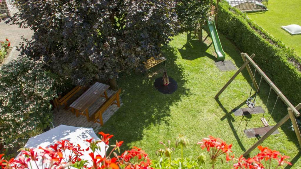 Hotel-Genzianella-Ziano-di-Fiemme-trentino-giardino11