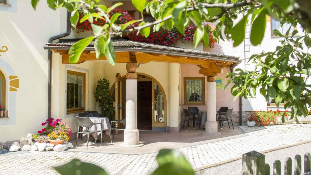 Ingresso-Hotel-Genzianella-Ziano-di-Fiemme-Trentino3