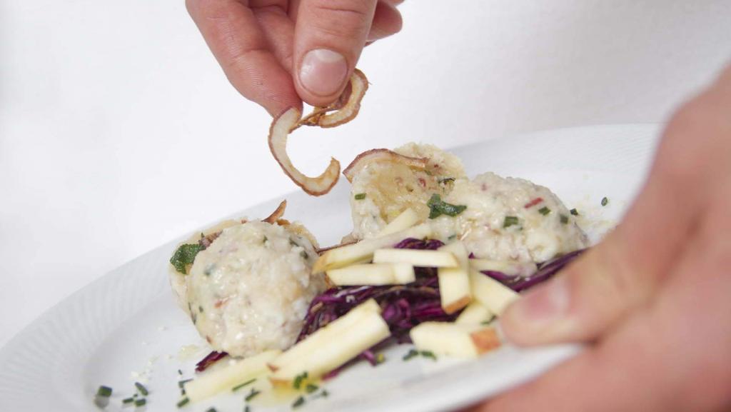 primo piatto canederli ristorante Hotel Genzianella Predazzo Val di Fiemme Trentino