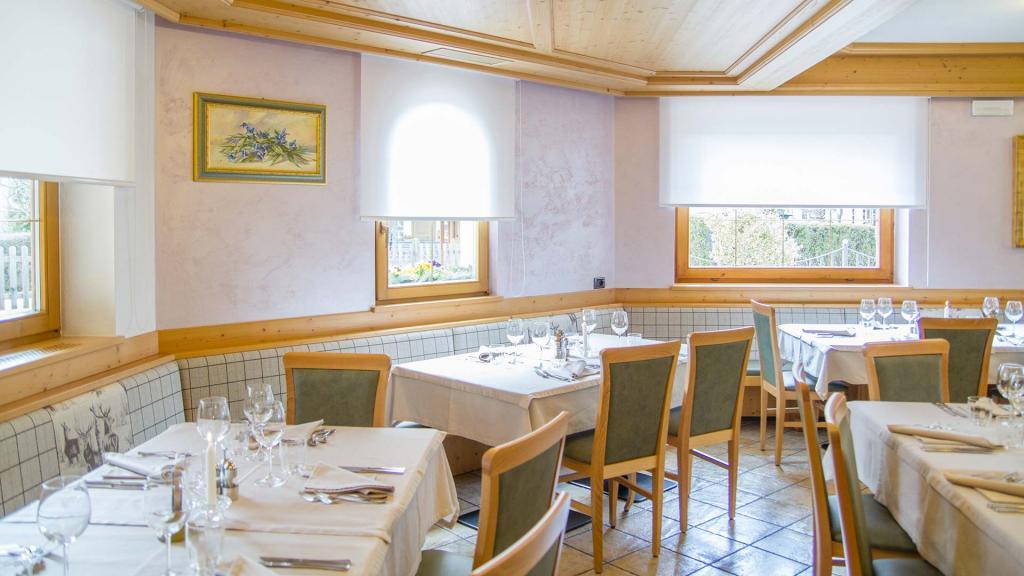 Sala-Ristorante-Hotel-Genzianella-Ziano-di-Fiemme-Trentino- 22
