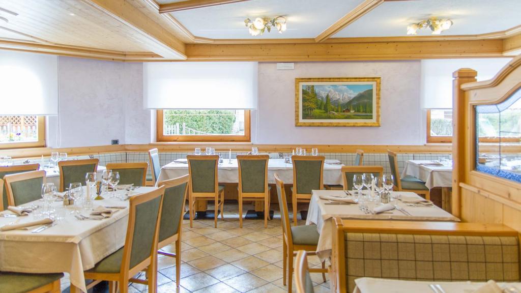Sala-Ristorante-Hotel-Genzianella-Ziano-di-Fiemme-Trentino- 12
