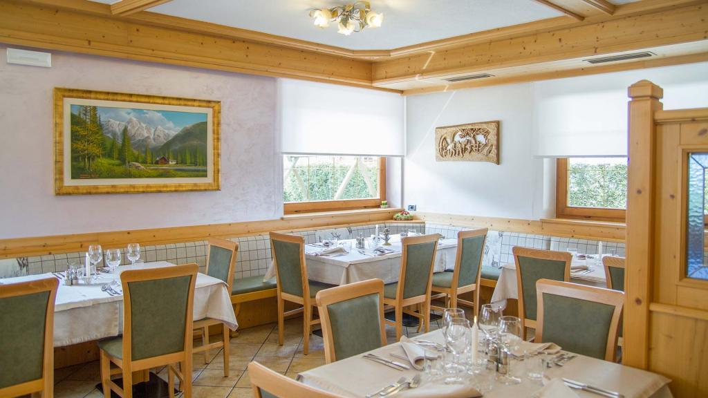 Sala-Ristorante-Hotel-Genzianella-Ziano-di-Fiemme-Trentino- 14