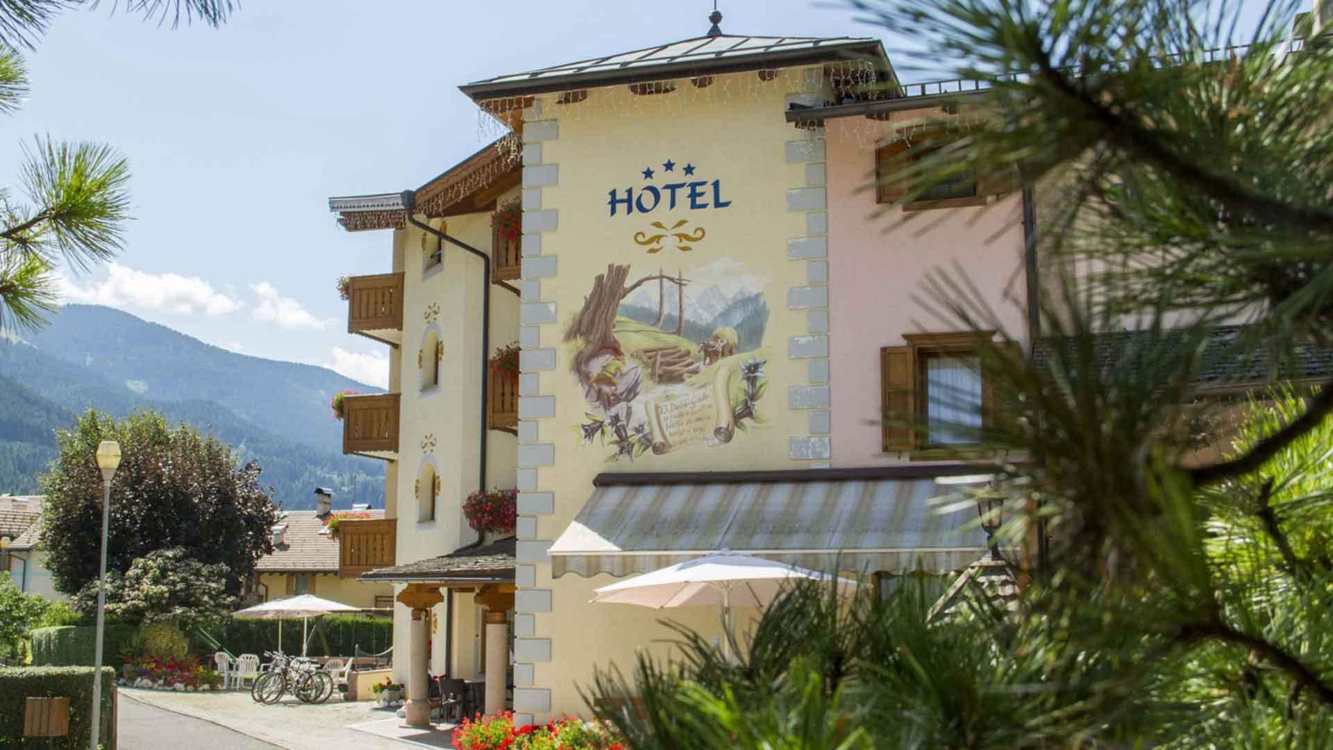 Dipinto-Diaol-dal-Gaso-Hotel-Genzianella-Ziano-di-Fiemme-Trentino