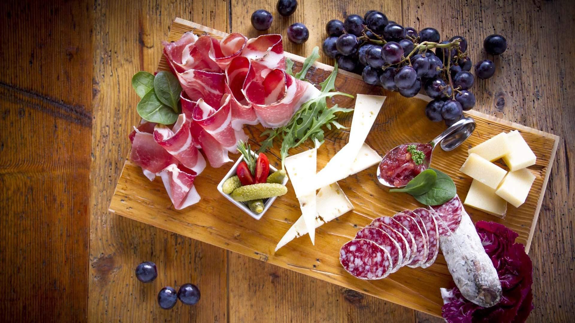 tagliere salumi e formaggi Hotel Genzianella Predazzo Val di Fiemme Trentino e