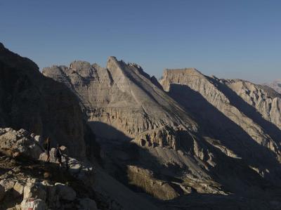 Campanile Latemar sentiero tra Rifugio Torre di Pisa e Forcella dei Campanili in Val di Fiemme Trentino vacanza outdoor
