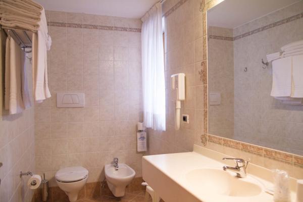 Bagno camera Hotel Genzianella Ziano di Fiemme Val di Fiemme