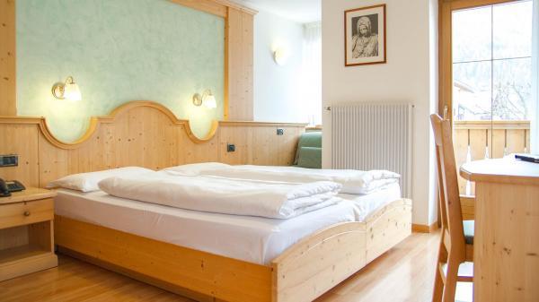 Camera-comfort-Hotel-Genzianella-Ziano-di-Fiemme-Trentino