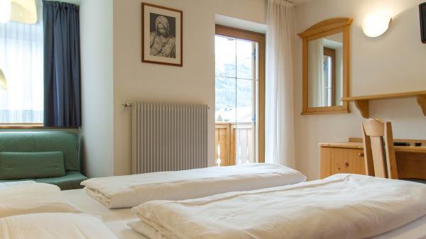 Camera-comfort-Hotel-Genzianella-Ziano-di-Fiemme-Trentino- 1