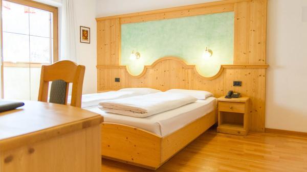 Camera-comfort-Hotel-Genzianella-Ziano-di-Fiemme-Trentino- 11