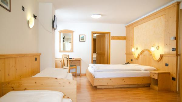 Camera-famigliare-Hotel-Genzianella-Ziano-di-Fiemme-Trentino- 7
