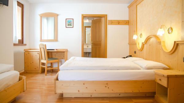 Camera-famigliare-Hotel-Genzianella-Ziano-di-Fiemme-Trentino- 8