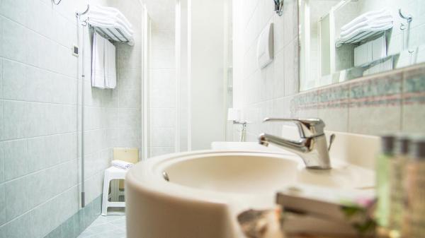 Camera-Romantic-Hotel-Genzianella-Ziano-di-Fiemme-Trentino- 20