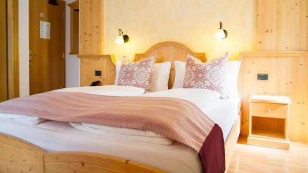 Camera-Romantic-Hotel-Genzianella-Ziano-di-Fiemme-Trentino- 22