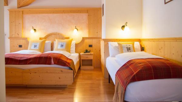 Camera-Romantic-Hotel-Genzianella-Ziano-di-Fiemme-Trentino- 8