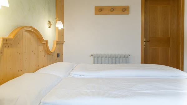 Camera-standard-Hotel-Genzianella-Ziano-di-Fiemme-Trentino- 11