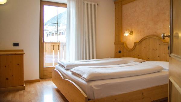Camera-standard-Hotel-Genzianella-Ziano-di-Fiemme-Trentino- 13