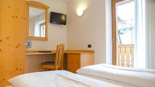 Camera-standard-Hotel-Genzianella-Ziano-di-Fiemme-Trentino- 18