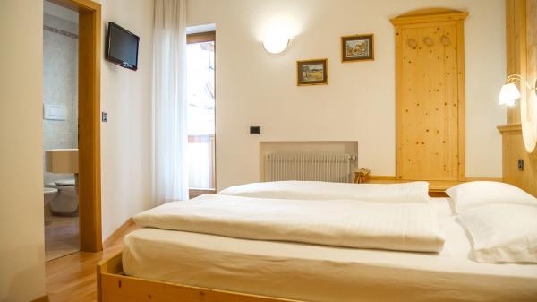 Camera-standard-Hotel-Genzianella-Ziano-di-Fiemme-Trentino- 3