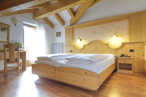 Camera doppia letto Hotel Genzianella Ziano di Fiemme Val di Fiemme